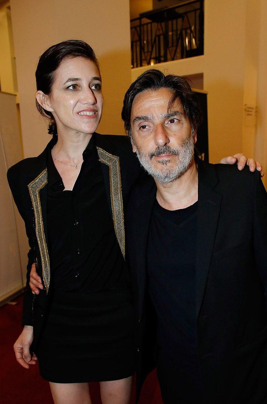 Charlotte Gainsbourg et Yvan Attal en amoureux aux Molières 2018.