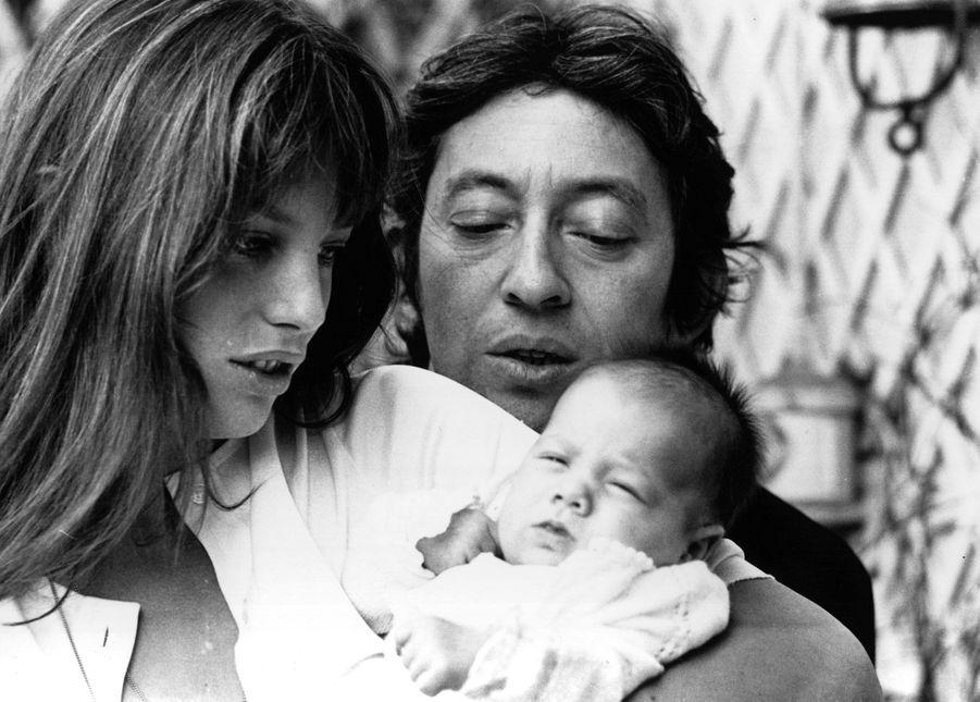 Jane Birkin, Serge Gainsbourg et Charlotte en 1971.