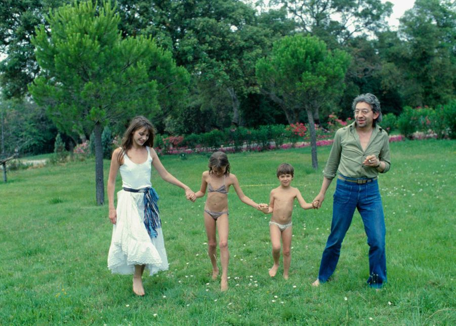 Jane Birkin, Kate Barry, Charlotte Gainsbourg et Serge Gainsbourg.