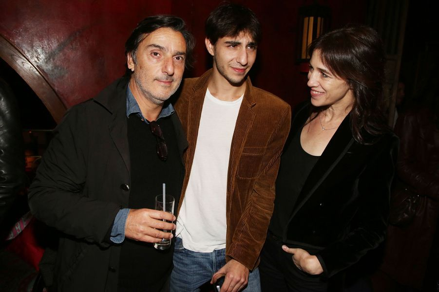 Yvan Attal, Ben Attal, Charlotte Gainsbourg à l'after-party du film «Mon chien stupide» au Buddha Bar à Paris le 22 octobre 2019