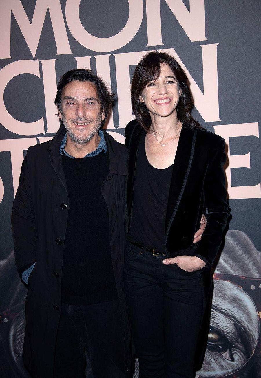 Yvan Attal et Charlotte Gainsbourg à la première de «Mon chien stupide» à Paris le 22 octobre 2019