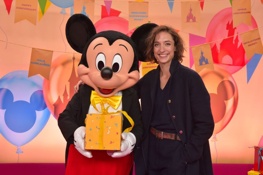 Dorothée Gilbert célèbre Noël et les 90 ans de Mickey à Disneyland