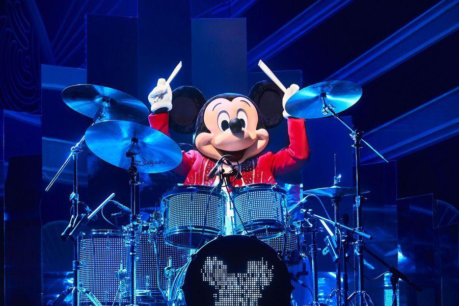 Disneyland Paris célèbre Noël et les 90 ans de Mickey
