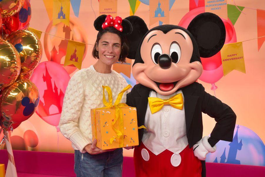 Alessandra Sublet célèbre Noël et les 90 ans de Mickey à Disneyland