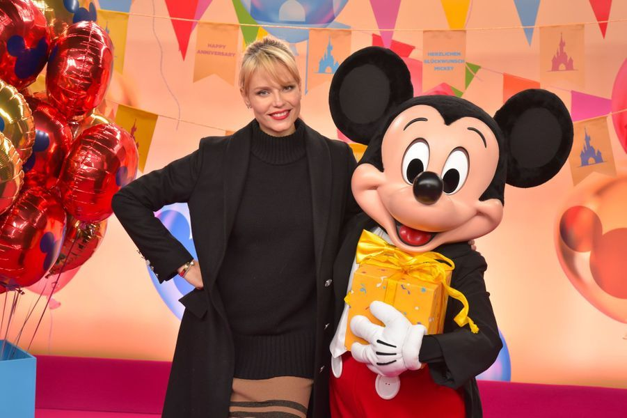 Natasha Poly célèbre Noël et les 90 ans de Mickey à Disneyland