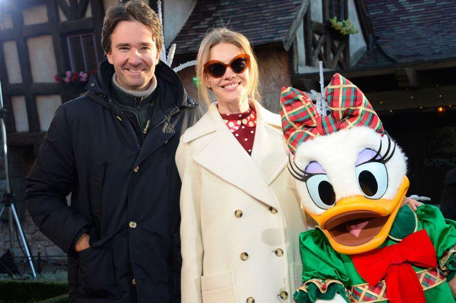 Antoine Arnault et Natalia Vodianovacélèbrent Noël et les 90 ans de Mickey à Disneyland