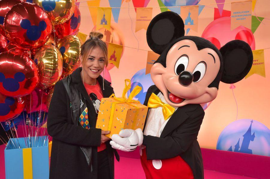 Alice Belaïdicélèbre Noël et les 90 ans de Mickey à Disneyland