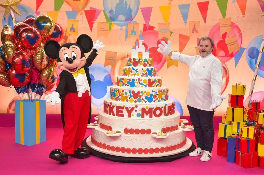 Pierre Hermé célèbre Noël et les 90 ans de Mickey à Disneyland