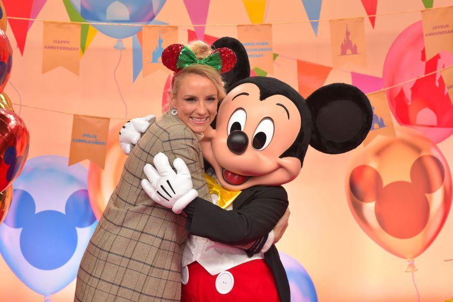 Elodie Gossuin célèbre Noël et les 90 ans de Mickey à Disneyland