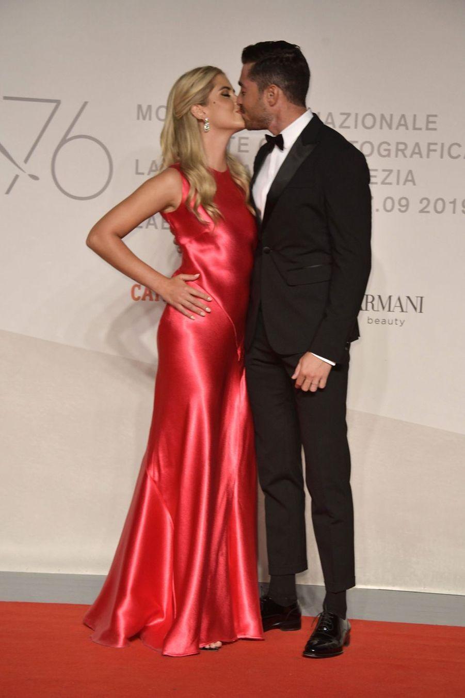 """Valentina Ferragni et son mari à la présentation du documentaire """"Unposted"""" à la Mostra de Venise"""