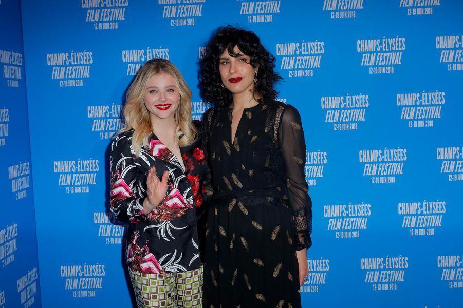 Chloë Moretz et Desiree Akhavan à la première de «Come as you are» à Paris, lundi 18 juin