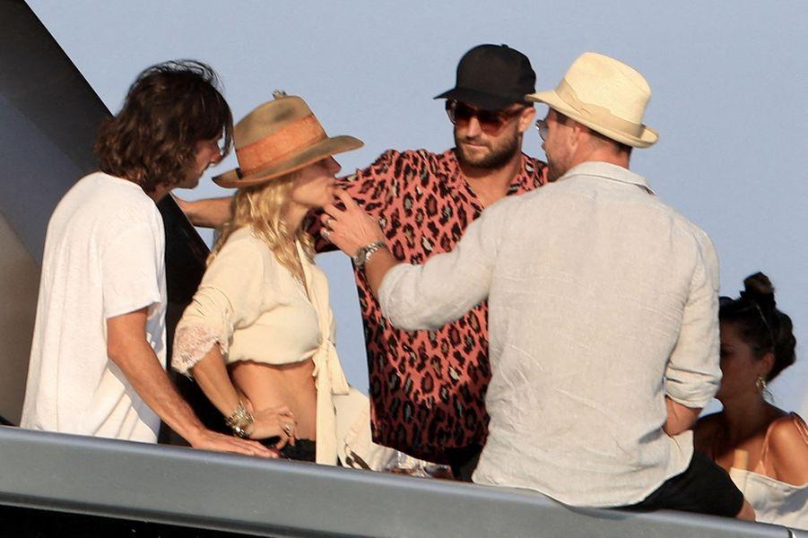 Elsa Pataky,Chris Hemsworth et des amisà Ibiza le 14 juillet 2019