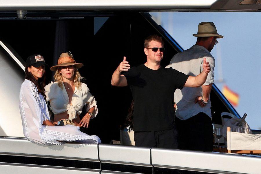 Chris Hemsworth, Matt Damon et leurs épouses, Elsa Pataky et Luciana Barroso, à Ibiza le 14 juillet 2019