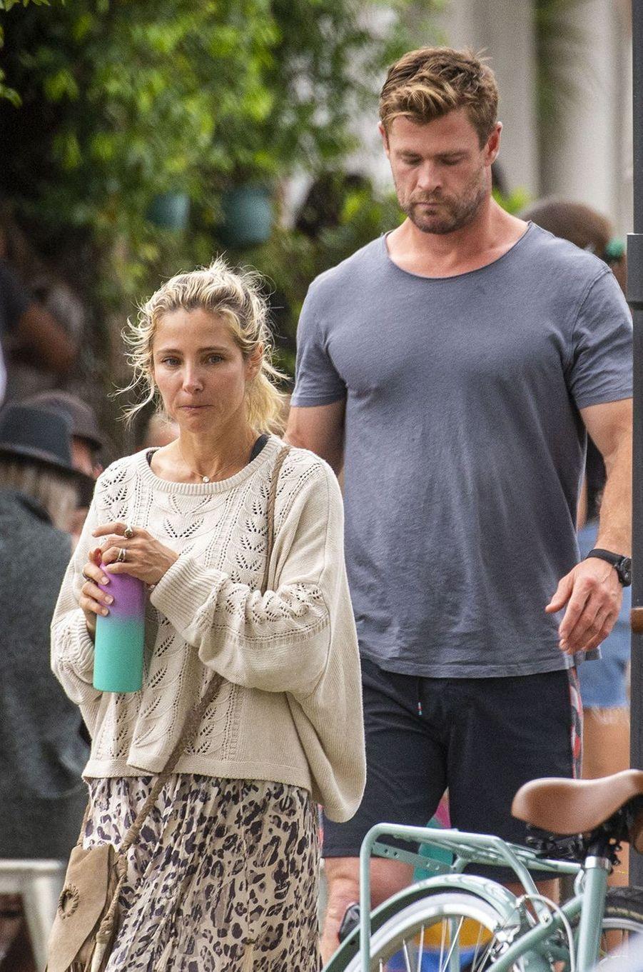 Elsa Pataky et Chris Hemsworthà la sortie d'un restaurant de Byron Bay le 23 septembre 2020