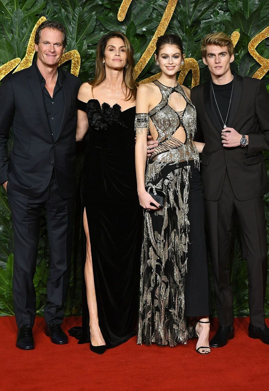 Rande Gerber, Cindy Crawford, Kaia et Presley Gerber auxBritish Fashion Awards 2018, à Londres lundi