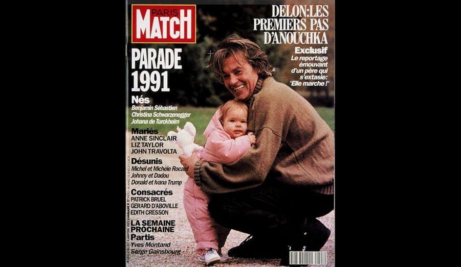 1992. Un père extasié par sa fille... qui «marche!»