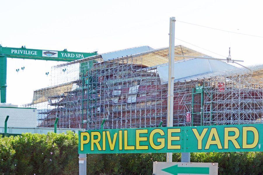 Le yacht d'Angelina Jolie et Brad Pitt en construction en Italie, le 13 septembre 2014.