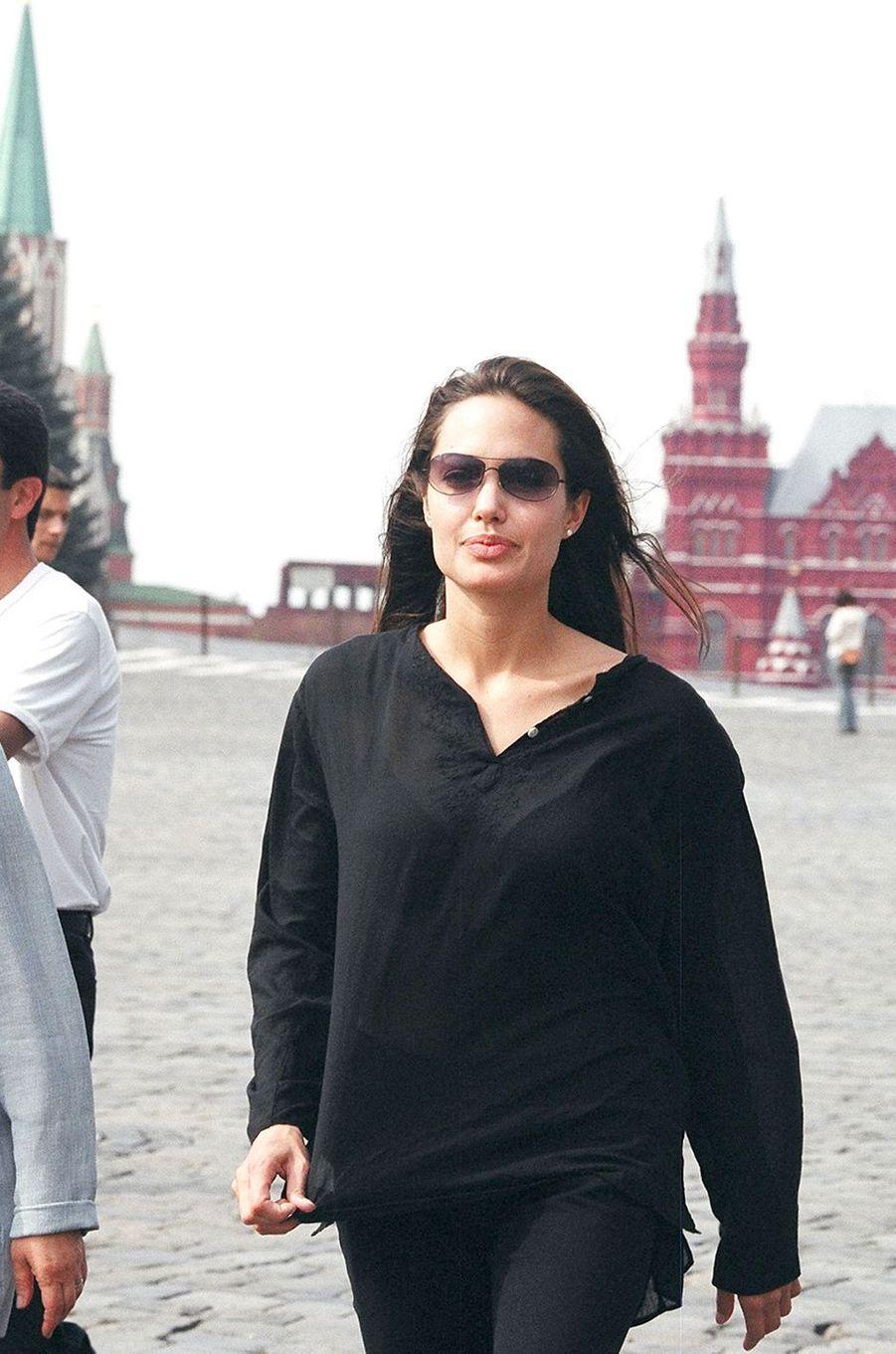 Angelina Jolie à Moscou en 2003