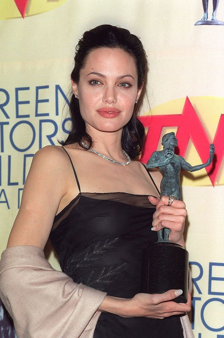 Angelina Jolie reçoit un SAG Awards en 2000