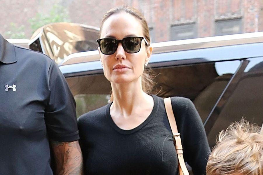 Angelina Jolie avec son fils Knox, à New York, le 18 juin 2016.