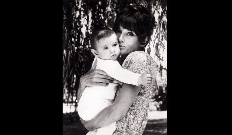 Avec son fils Luca, en 1971