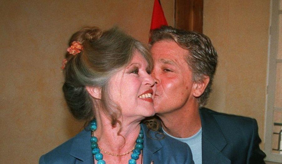 Deux mois après leur rencontre lors d'un dîner organisé par son avocat, BB épouse l'industriel Bernard d'Ormale en août 1992. Ils vivent depuis dans la villa de la star à St Tropez et œuvrent pour la Fondation Brigide Bardot.