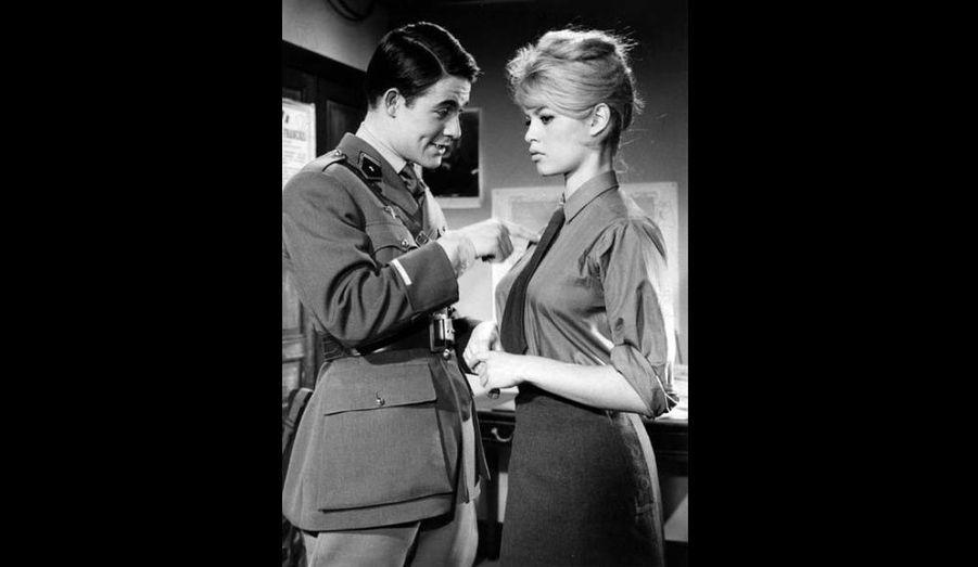 Jacques Charrier rencontre BB sur le tournage de Babette s'en va-t-en guerre. Ils se marient en 1959, quelques mois avant la naissance de leur fils Nicolas. Le couple divorcera en novembre 1962.