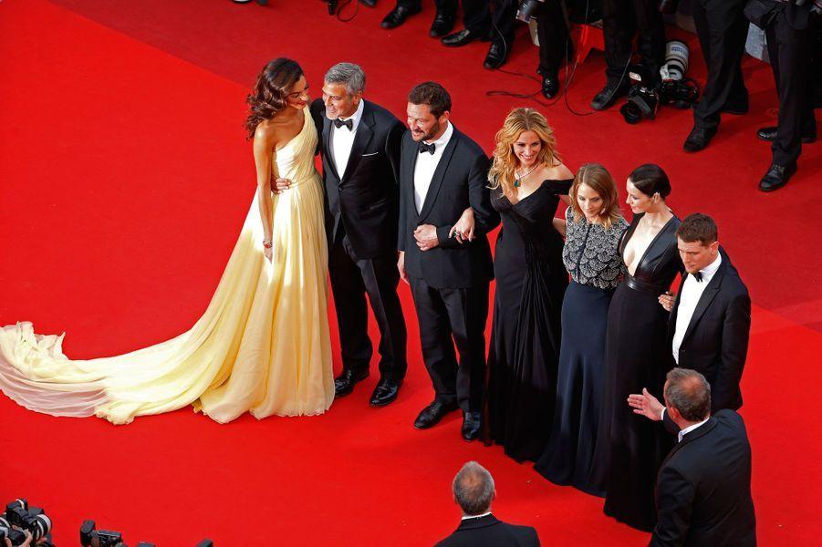 """L'équipe du film """"Money Monster"""" sur la tapis rouge du 69ème Festival de Cannes"""