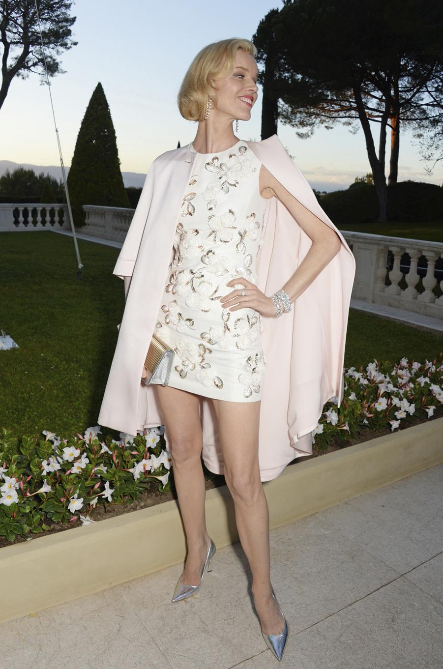 Eva Herzigova,robe Dior et mise en beauté Dior,bijoux Chopard.