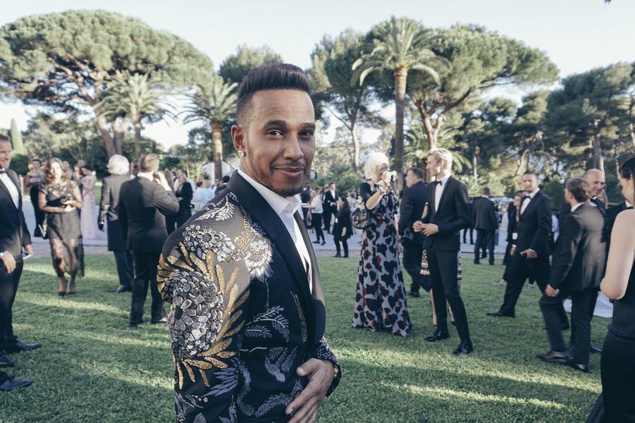 Lewis Hamilton, formule 1 très chamarrée, ambassadeur L'Oréal Paris.