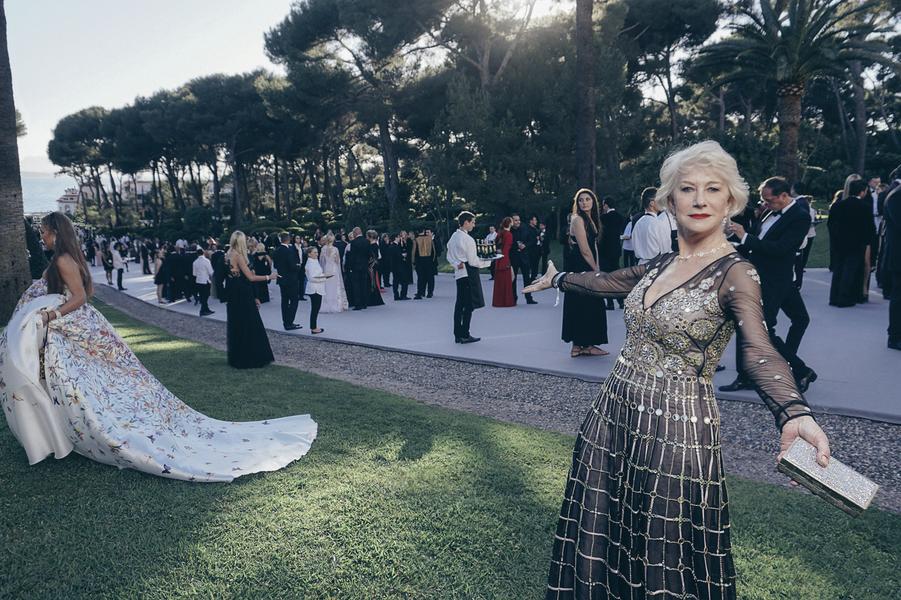Helen Mirren, égérie L'Oréal Paris, robe Alice Temperley London, bijoux Harry Winston.