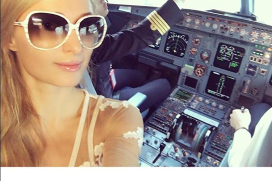 Paris Hilton en route pour Cannes