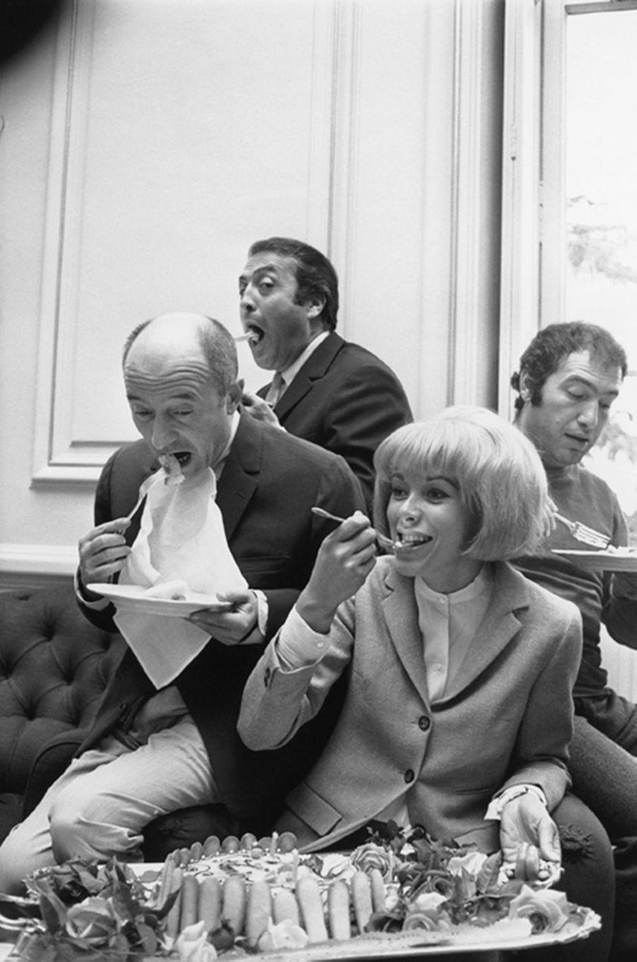 Mireille Darc et Michel Audiard fêtent leur anniversaire le même jour, mai 1966