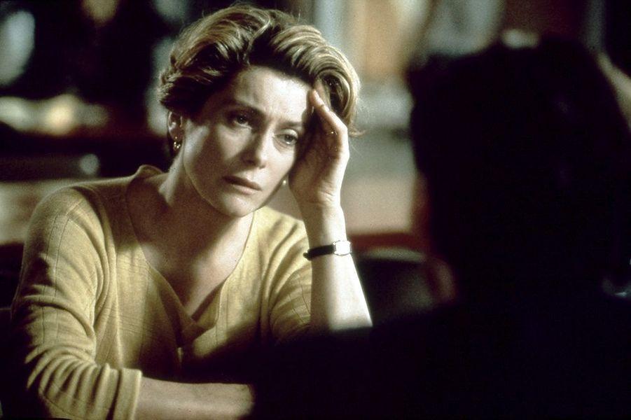 """Catherine Deneuve dans """"Ma saison préférée"""", sorti en 1993"""