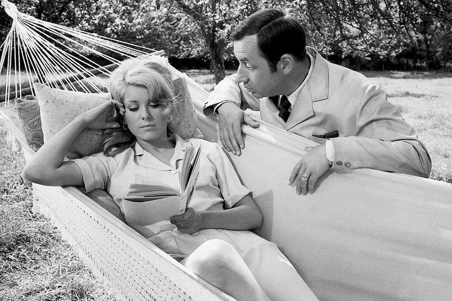 """Catherine Deneuve et Philippe Noiret dans """"La vie de chateau"""", sorti en 1966"""