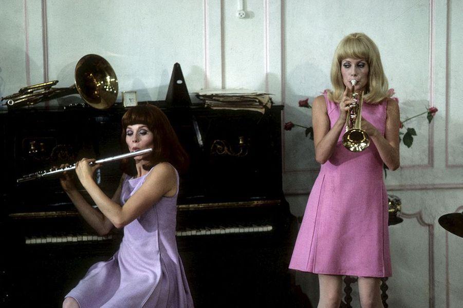 "Françoise Dorléac et Catherine Deneuve dans ""Les demoiselles de Rochefort"", sorti en 1967"