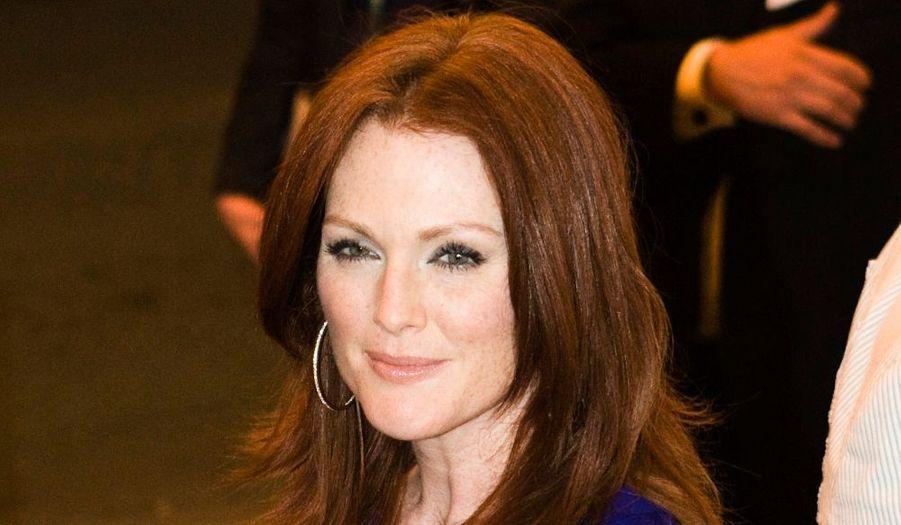 Sa beauté est telle qu'à 49 ans, l'actrice a pu se permettre de poser nue pour Bvlgari (en 2009).