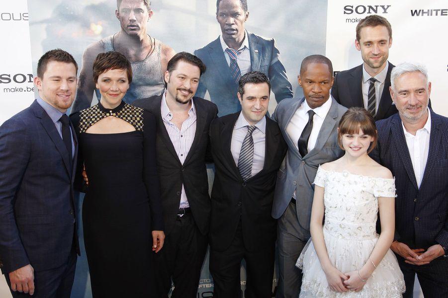 La première du film de Roland Emmerich, «White House Down» s'est tenue vendredi soir à Washington. Channin Tatum, jeune papa depuis deux semaines a fait sa première apparition publique pour l'occasion. Il était accompagné de ses partenaires dans le film, Jamie Foxx et MaggieGyllenhaal.