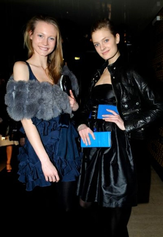 Gagnante du concours Elite Model à 15 ans, Charlotte di Calypso est très complice avec Constance, top chez Elite, comme elle.