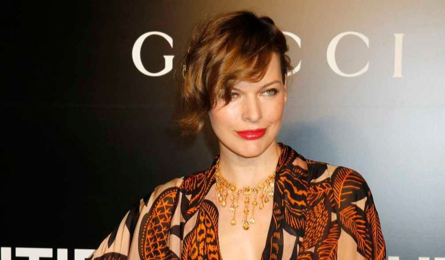 Milla Jovovich, radieuse à la première du film Biutiful, d'Alejandro Gonzalez Inarritu, à Los Angeles.