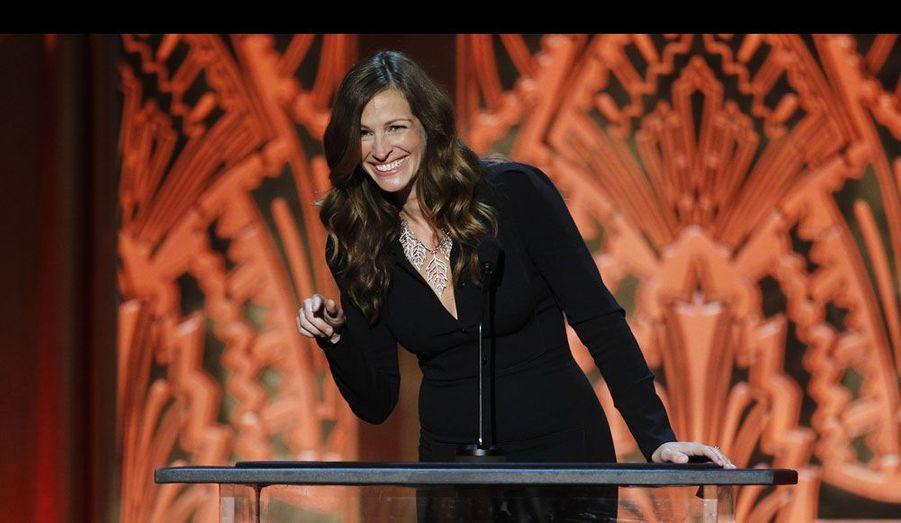 Julia Roberts, Jennifer Aniston, Morgan Freeman, Jack Nicholson... des acteurs parmi les plus célèbres du monde ont participé à la prestigieuse cérémonie des American Film Institute Awards, qui s'est déroulée jeudi à Los Angeles. La comédienne Shirley MacLaine était particulièrement à l'honneur et la star de «Pretty Woman» lui a rendu hommage.