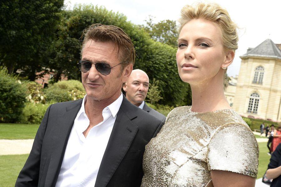 Charlize Theron et Sean Penn au défilé Haute Couture de Dior