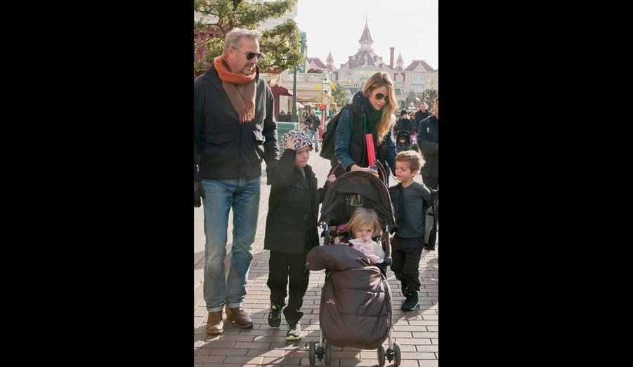 En famille : Kevin, Cayden, Christine, Grace et Hayes