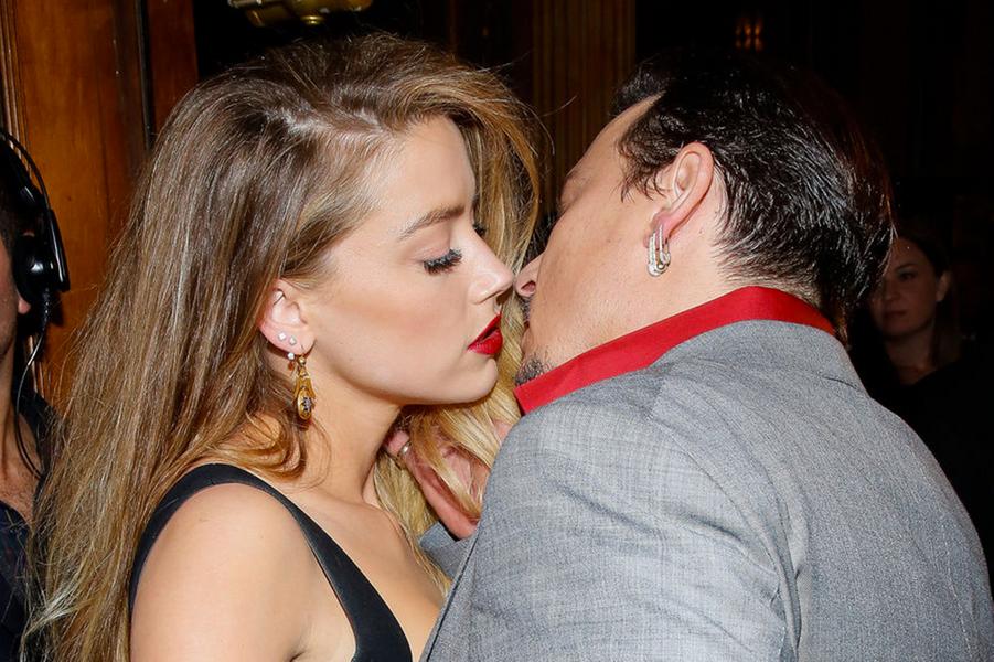 Amber Heard et Johnny Depp à Toronto, en septembre 2015