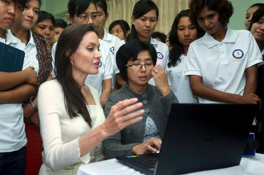 Angelina Jolie à Rangoun le 31 juillet 2015