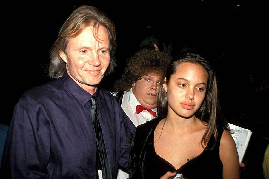 Aux côtés de son père, Jon Voight, en 1989