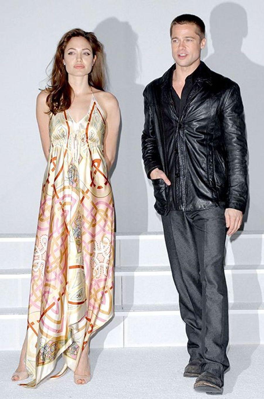 """Avec Brad Pitt pour la promotion du film """"Mr & Mrs Smith"""" en mars 2005"""