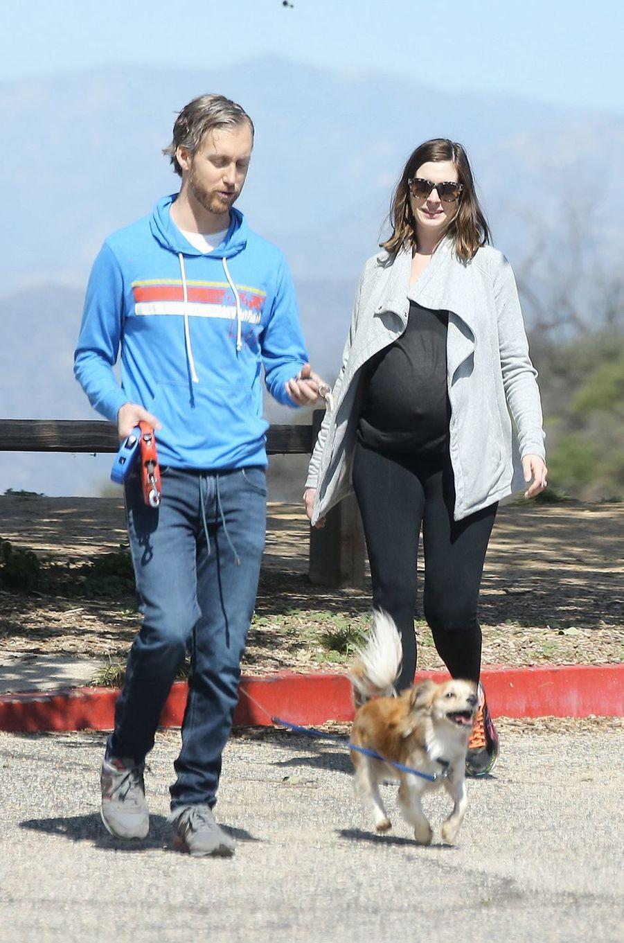 Adam Shulman et Anne Hathaway à Los Angeles le 12 mars 2016