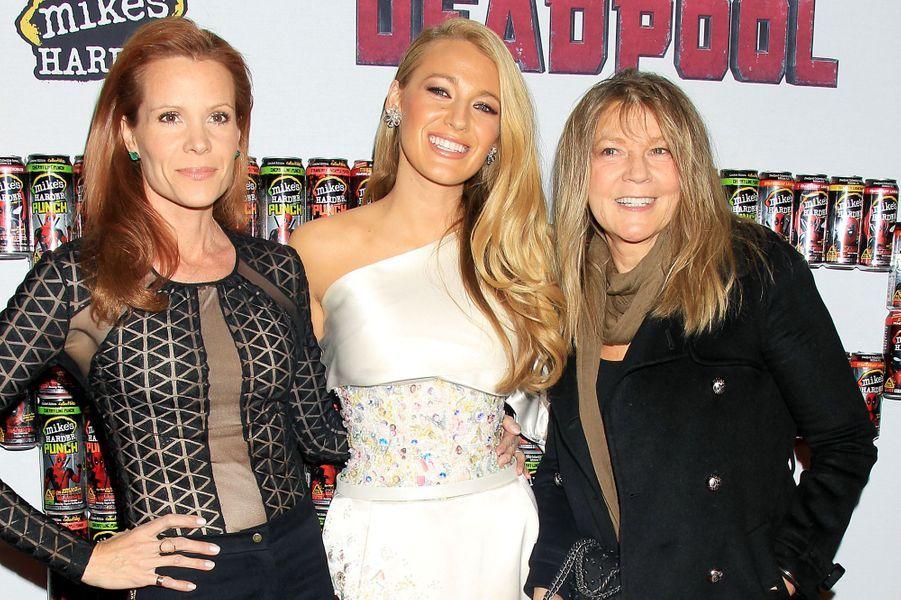 Blake Lively entourée de sa soeur Robyn et de sa mère Elaine