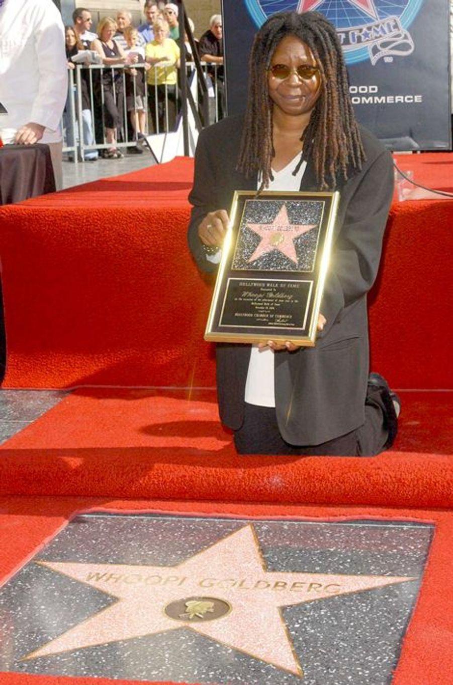 Pour son anniversaire, Whoopi reçoit une étoile sur le Walk of Fame de Hollywood, le 13 novembre 2001